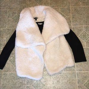 Fuzzy Cream Opened Vest